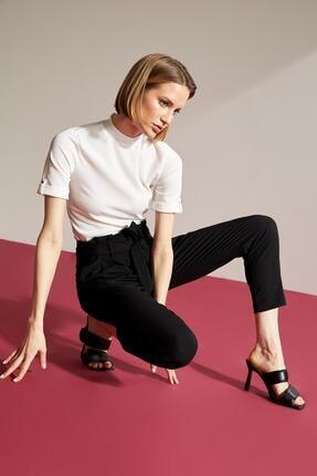 DeFacto Kadın Ekru Kol Detaylı Dik Yaka Relax Fit Tişört