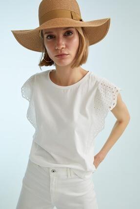 DeFacto Kadın Ekru Güpür Omuzlu Relax Fit Kısa Kollu Tişört