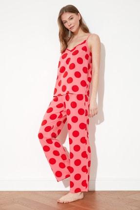 TRENDYOLMİLLA Kırmızı Puantiyeli Dokuma Pijama Takımı THMSS21PT0762