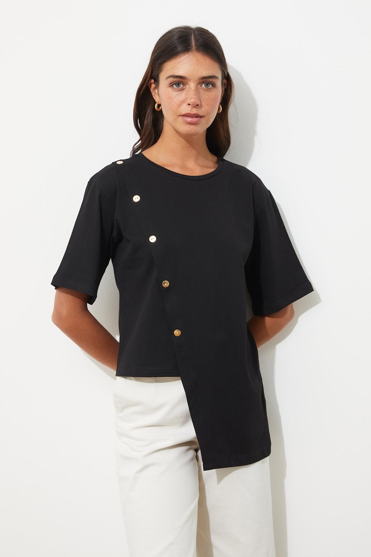 TRENDYOLMİLLA Siyah Düğme Detaylı Örme Bluz TWOSS19GS0072 1