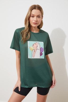 TRENDYOLMİLLA Yeşil Baskılı Boyfriend Örme T-Shirt TWOSS20TS0216