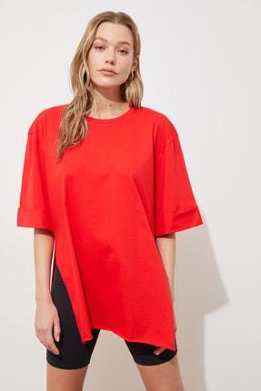 TRENDYOLMİLLA Kırmızı Katlama Kollu Asimetrik Örme T-Shirt TWOSS20TS1758