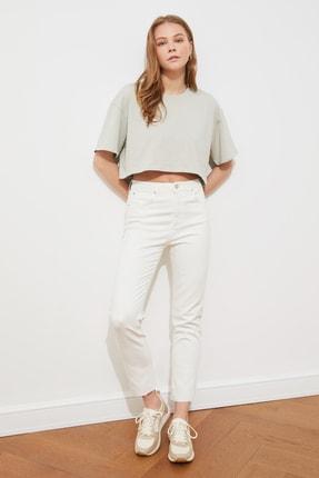 TRENDYOLMİLLA Beyaz Paçası Kesikli Yüksel Bel Slim Fit Jeans TWOSS21JE0014