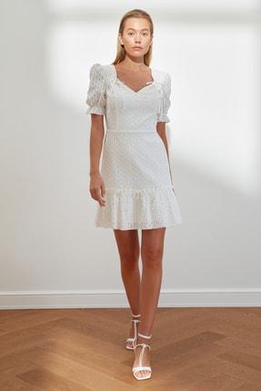 TRENDYOLMİLLA Beyaz Volanlı Brode Elbise TWOSS21EL2089