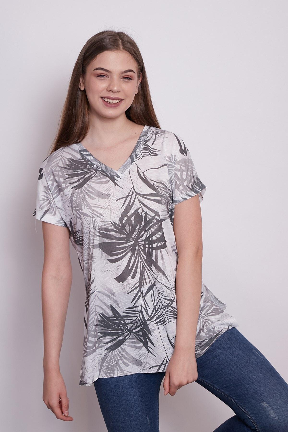Jument Kadın Desenli V Yaka Düşük Omuzlu Yanları Yırtmaçlı Rahat Kesim Tshirt-palmiye Desen 1