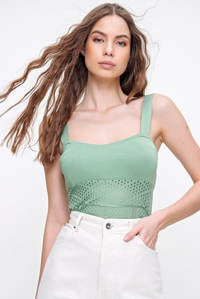 Trend Alaçatı Stili Kadın Çağla Yeşili Askılı Delik Ajurlu Çıtçıtlı Triko Body ALC-X6241