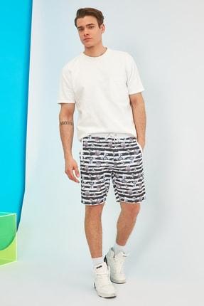 TRENDYOL MAN Çok Renkli Lisanslı Erkek Tom & Jerry Baskılı Regular Fit Şort & Bermuda TMNSS21SR0010