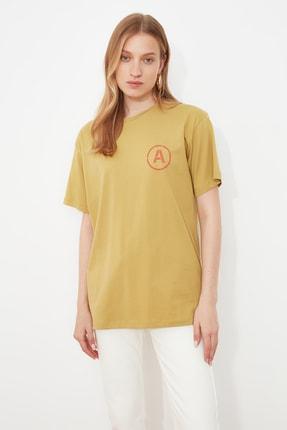 TRENDYOLMİLLA Yeşil Boskılı Boyfriend T-Shirt TWOSS21TS2910