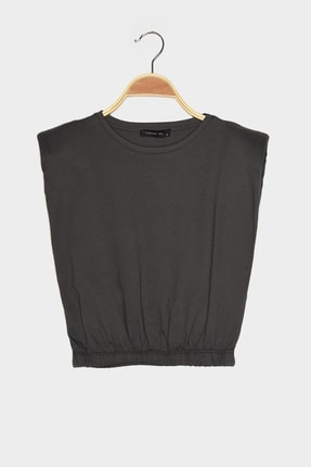 TRENDYOLMİLLA Antrasit Vatkalı Crop Örme T-Shirt TWOSS21TS0379