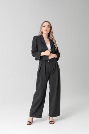 TARZIM BUTİK Kadın Siyah Mono Yaka Düğmeli, Astarlı, Kısa Ceket ve Geniş Paça Pileli Pantolon Takım