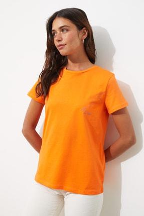 TRENDYOLMİLLA Turuncu Aslan Burç Nakışlı Basic Örme T-Shirt TWOSS20TS0293