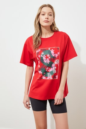 TRENDYOLMİLLA Kırmızı Baskılı Boyfriend Örme T-Shirt TWOSS20TS0806