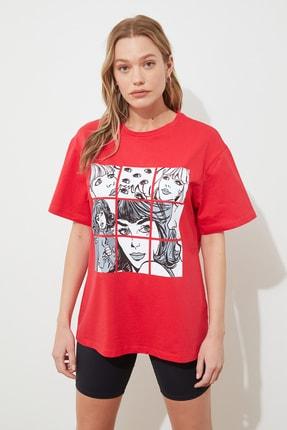 TRENDYOLMİLLA Kırmızı Baskılı Boyfriend Örme T-shirt TWOSS19GS0106