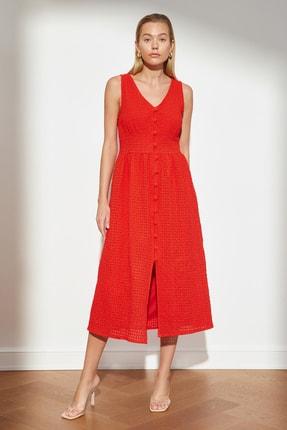 TRENDYOLMİLLA Kırmızı Düğmeli Brode Elbise TWOSS21EL3601