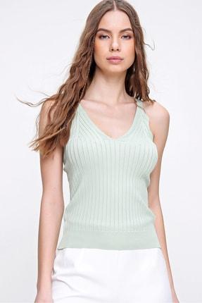 Trend Alaçatı Stili Kadın Çağla Yeşili V Yaka Askılı Mevsimlik Triko Bluz ALC-X6221