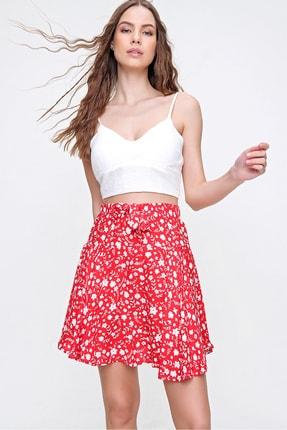 Trend Alaçatı Stili Kadın Kırmızı Bahar Çiçekli Volanlı Dokuma Viscon Etek ALC-X6231