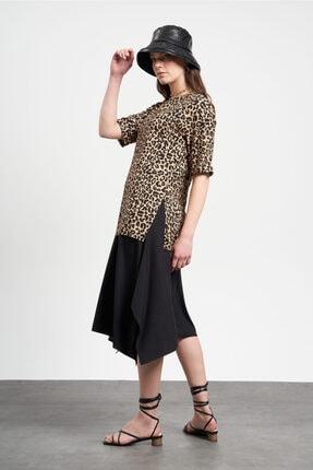 TENA MODA Kadın Leopar Duble Kol Yanı Yırtmaçlı  T-Shirt