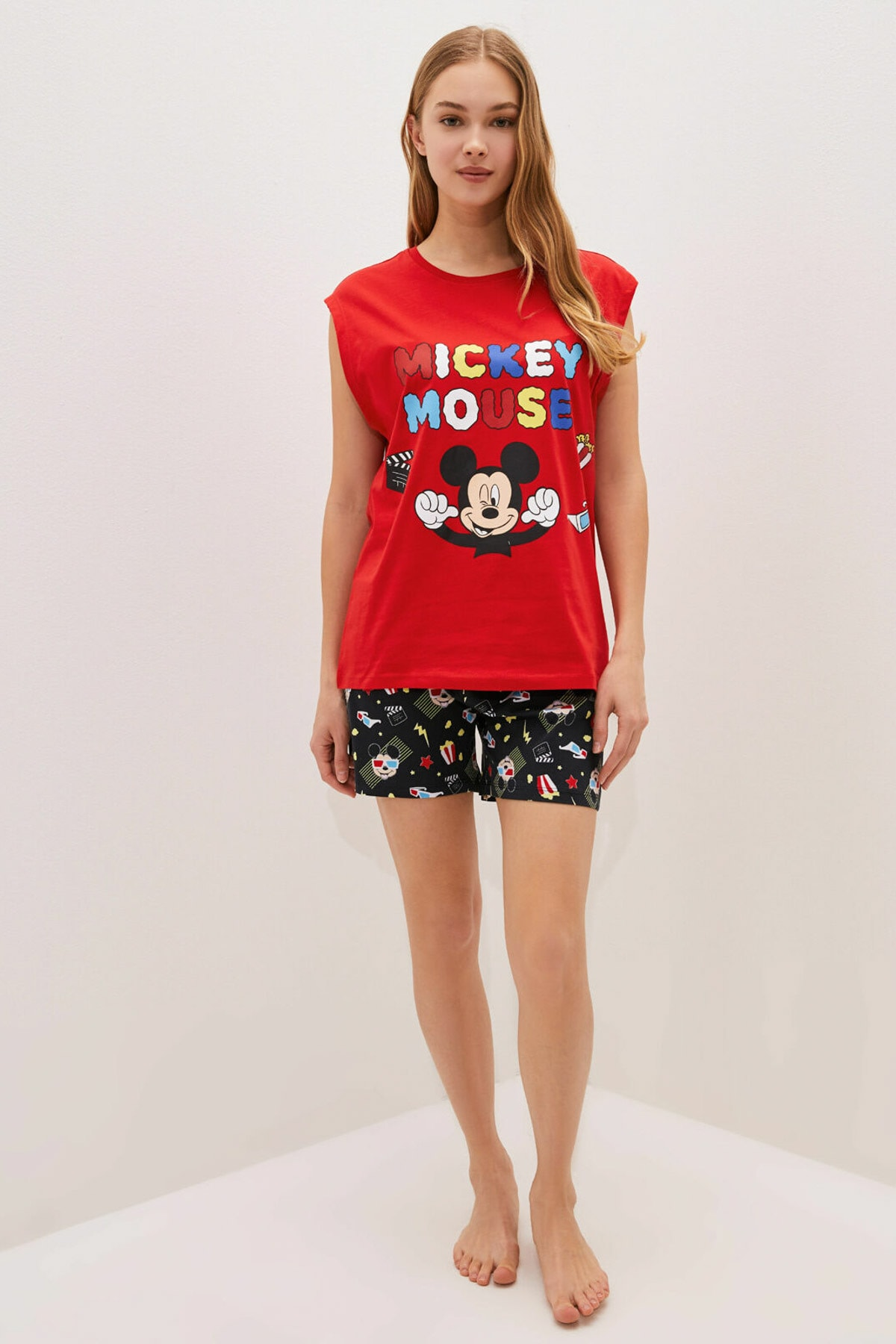 LC Waikiki Kadın Canlı Kırmızı Mickey Mouse Pijama Takım 1