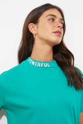 TRENDYOLMİLLA Yeşil Yakası Baskılı Semifitted Kalıp Örme T-Shirt TWOSS20TS1270