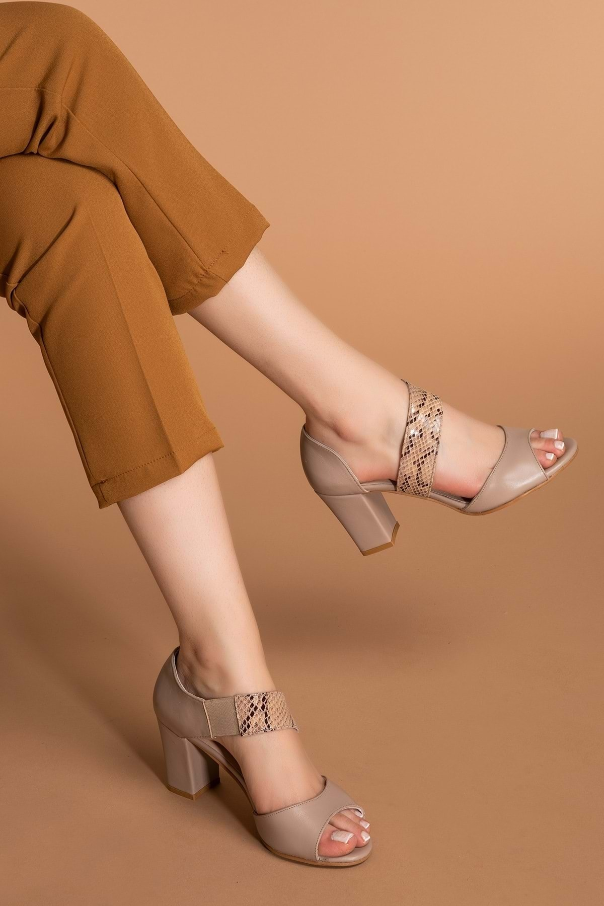 Gondol Kadın Vizon Hakiki Deri Yılan Desenli Topuklu Ayakkabı Şhn.220 2