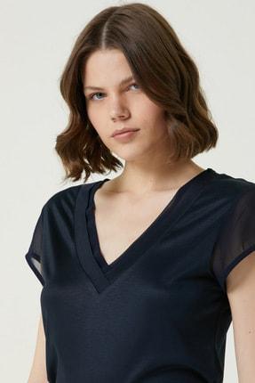 Network Kadın Slim Fit Lacivert V yaka Şifon Garnili T-shirt 1078479