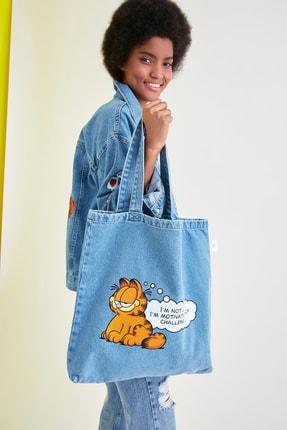 TRENDYOLMİLLA Mavi Garfield Lisanslı Baskılı Denim Omuz Çantası TWOSS21GU0002