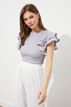 TRENDYOLMİLLA Taş  Fırfırlı Örme Bluz TWOSS21BZ0736