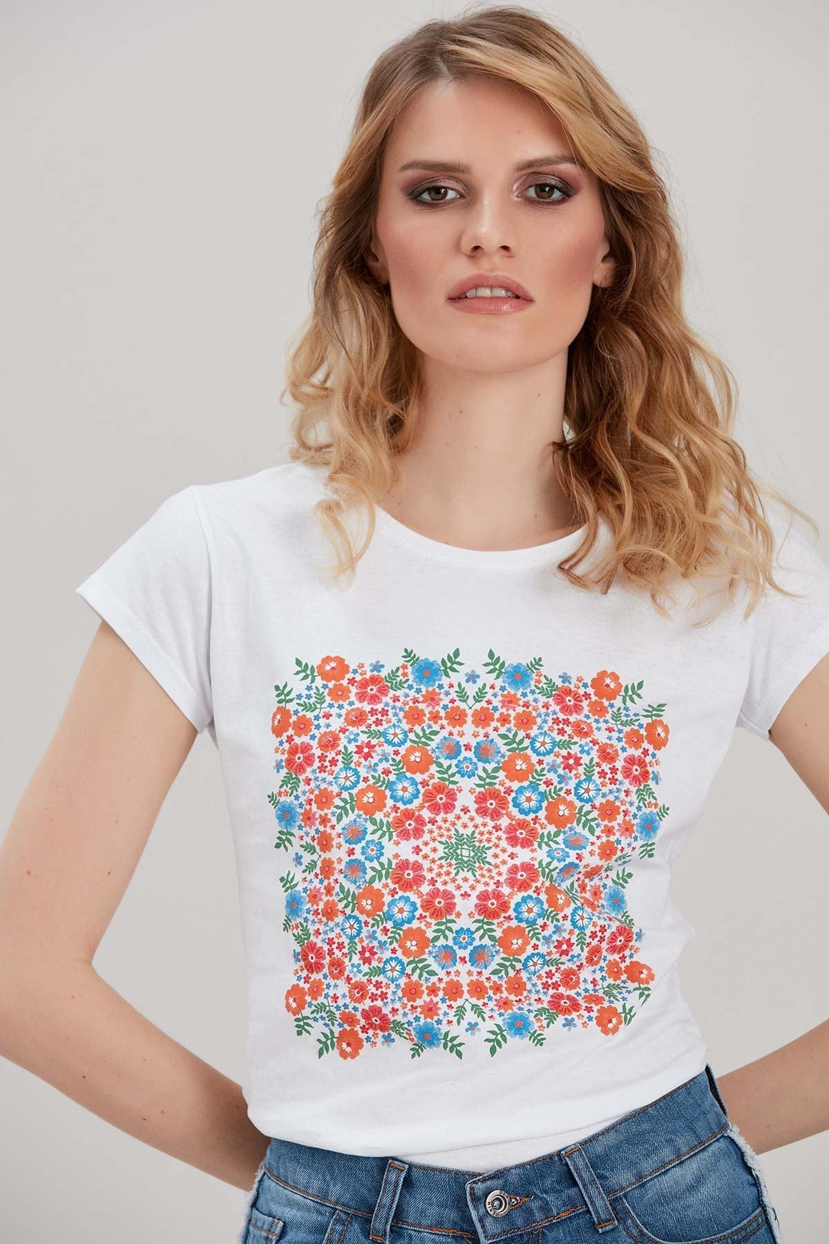 Y-London Kadın Beyaz Çiçek Baskılı T-Shirt YL-TS99816