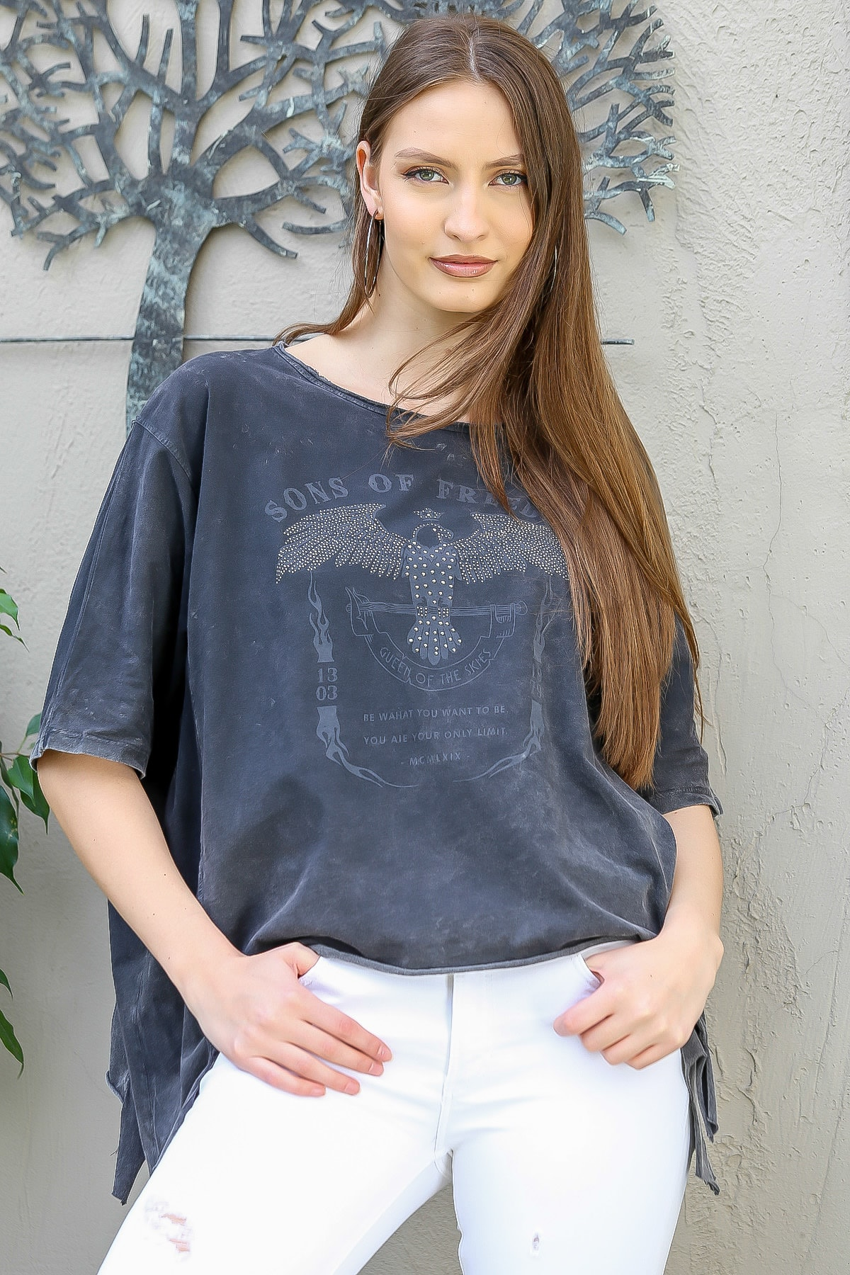 Chiccy Kadın Antrasit Kartal Baskılı Yanları Asimetrik Salaş Yıkamalı T-Shirt M10010300TS98251