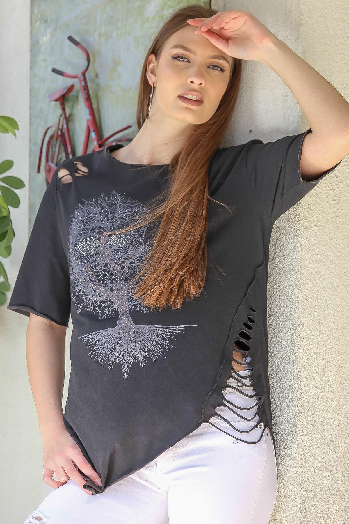 Chiccy Kadın Siyah Sıfır Yaka Dev Ağaç Baskı Yanı Lazer Kesim Asimetrik Yıkamalı T-Shirt M10010300TS98234