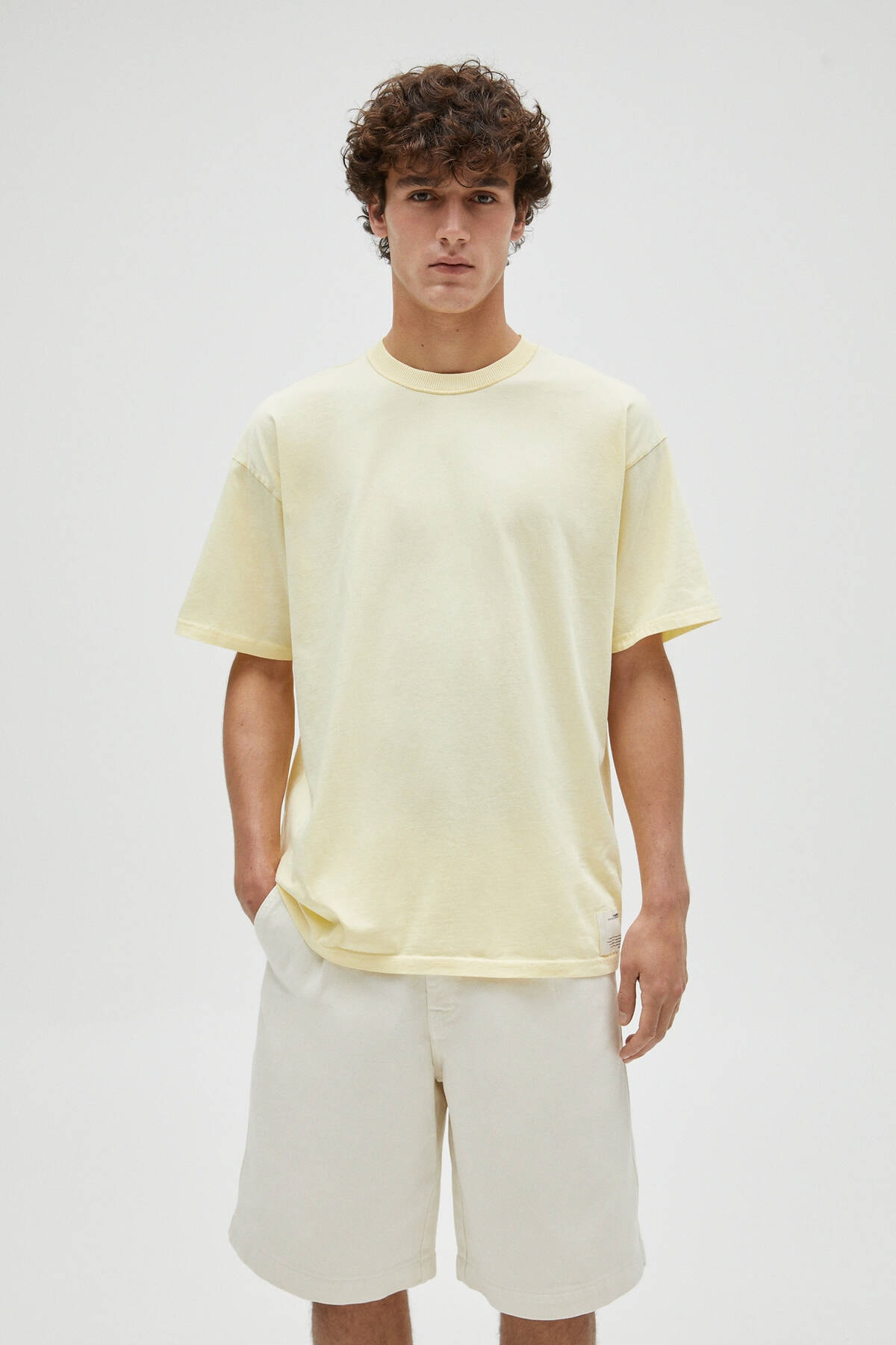Pull & Bear Erkek Sarı Basic Loose Fit T-Shirt 04241517