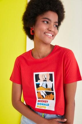 TRENDYOLMİLLA Kırmızı Mickey Mouse Lisanslı Baskılı Basic Örme T-Shirt TWOSS21TS0932