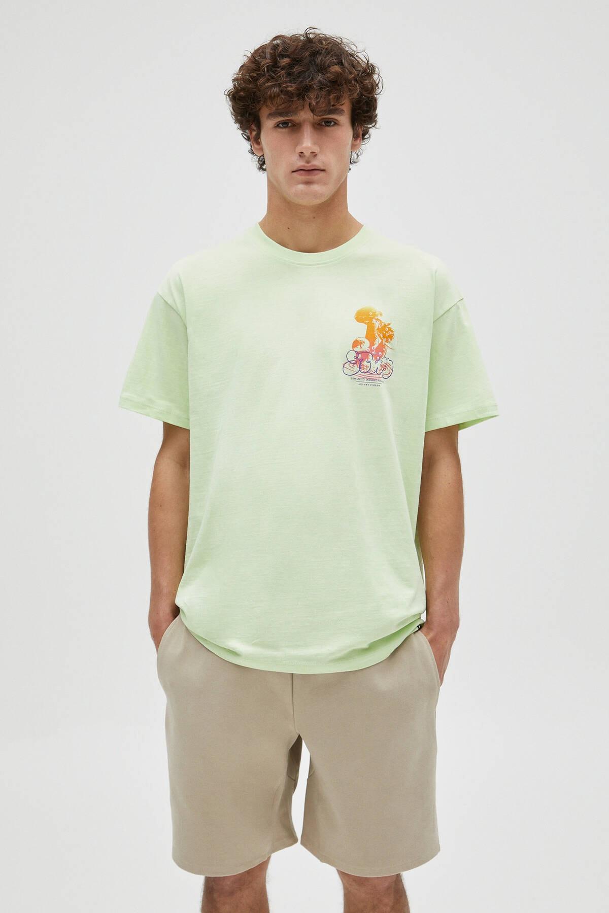 Pull & Bear Erkek Limon Yeşili Kontrast Mantar Görselli Limon Yeşili T-Shirt 04241589