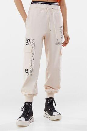 Bershka Kadın Krem Pamuklu Baskılı Jogging Fit Pantolon