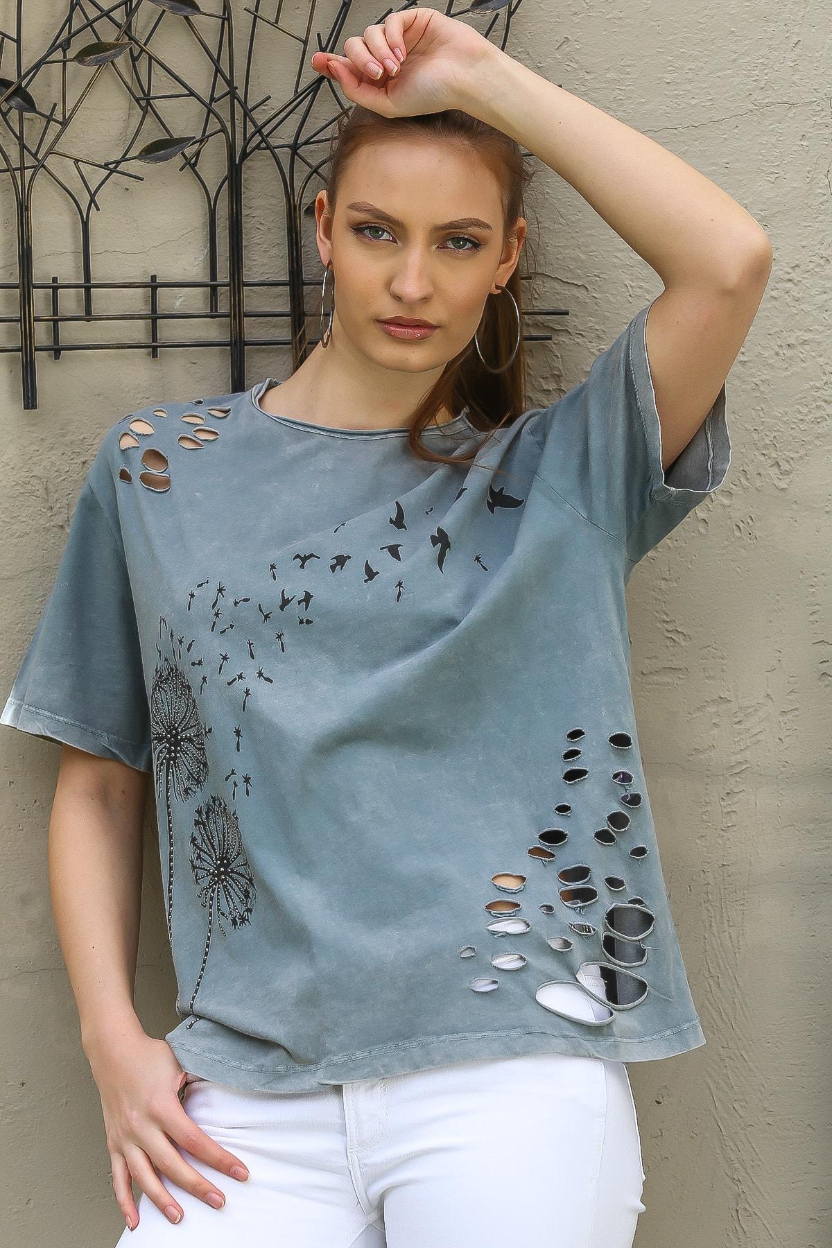Chiccy Kadın Gri Karahindiba Çiçek Ve Martı Baskılı Lazer Kesim Detaylı Salaş T-Shirt M10010300TS98237