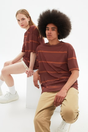 TRENDYOL MAN Kahverengi Unisex Oversize Çizgili T-Shirt TMNSS21TS3361