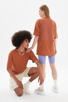 TRENDYOL MAN Kahverengi Unisex Oversize T-Shirt TMNSS21TS3374