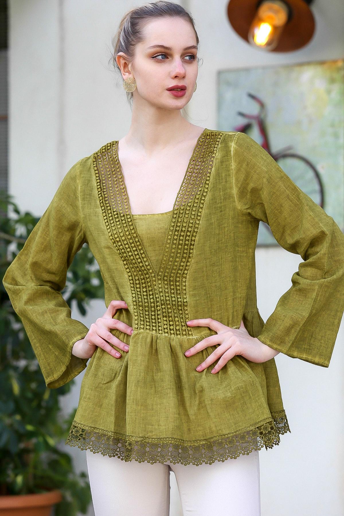 Chiccy Kadın Yeşil V Yaka Dantel Detaylı Beli Büzgülü Yıkamalı Dokuma Bluz M10010200BL95371
