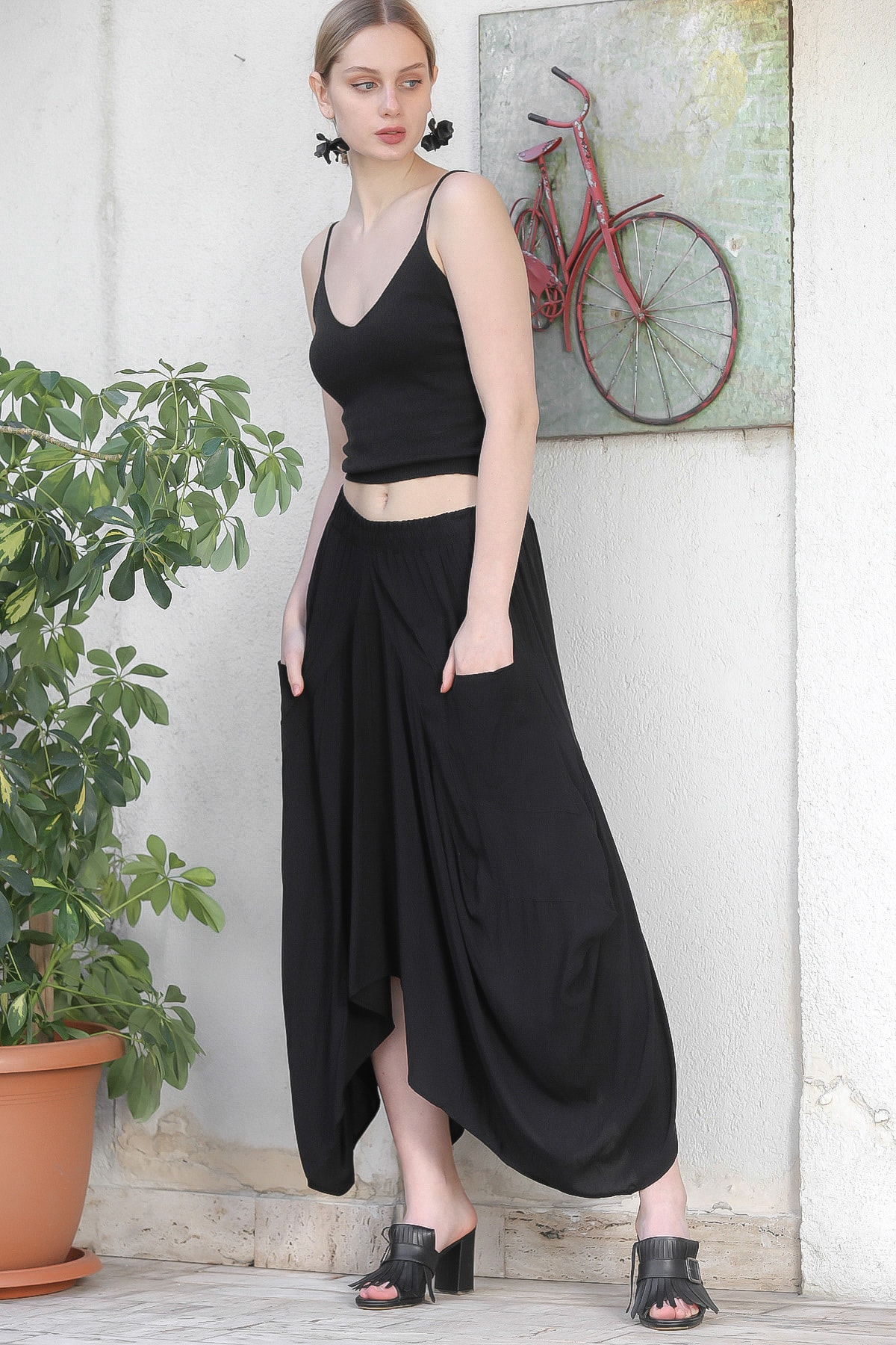 Chiccy Kadın Siyah Özel Tasarım Cep Detaylı Salaş Dokuma Pantolon M10060000PN98842