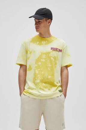 Pull & Bear Erkek Sarı Rick And Morty Batik Desenli T-shirt