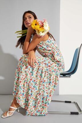 DeFacto Kadın Ekru Tropik Desenli V Yaka Askılı Volanlı Uzun Elbise