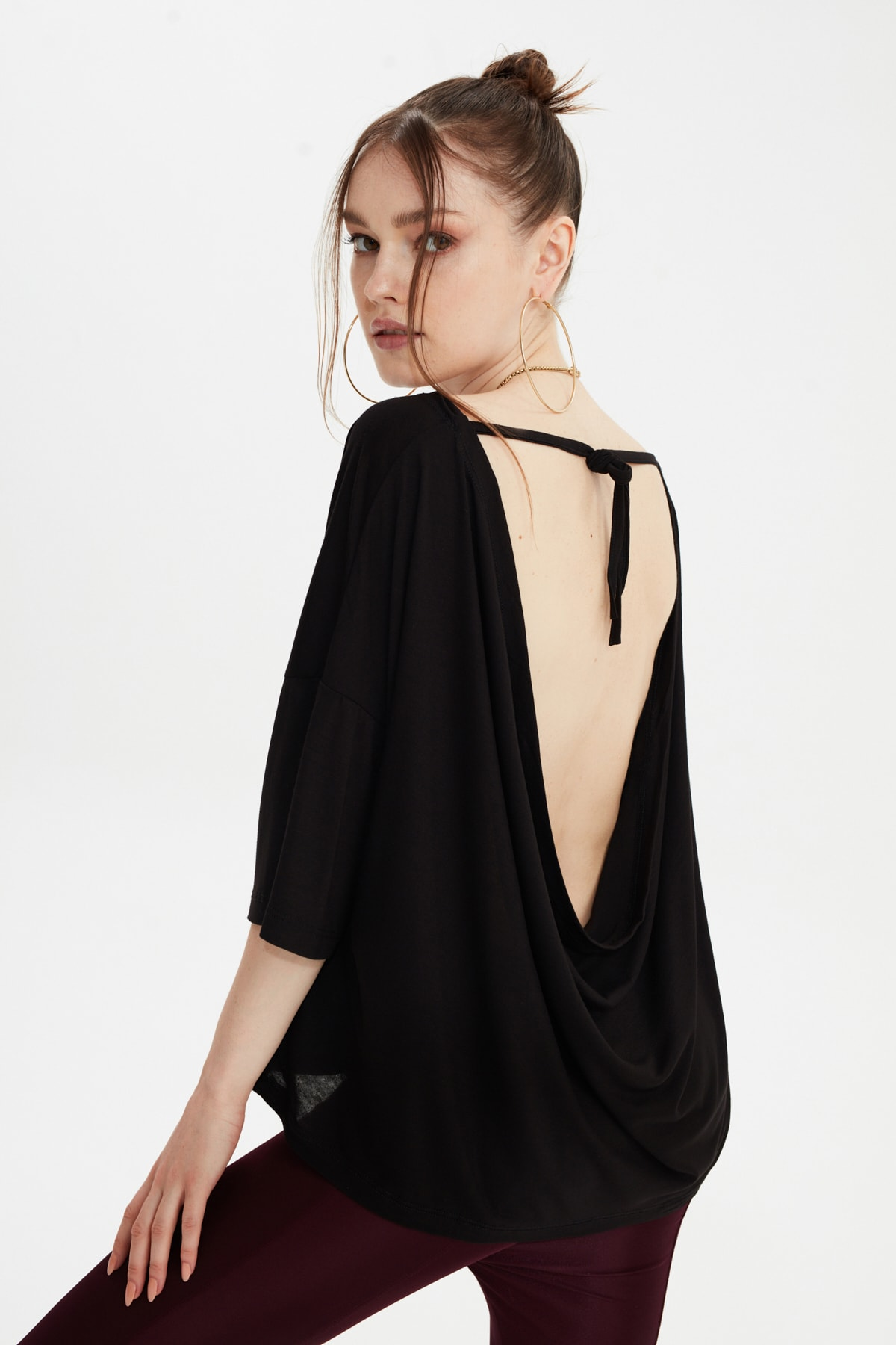 TRENDYOLMİLLA Siyah Sırt Detaylı Örme Bluz TWOSS20BZ1040 1