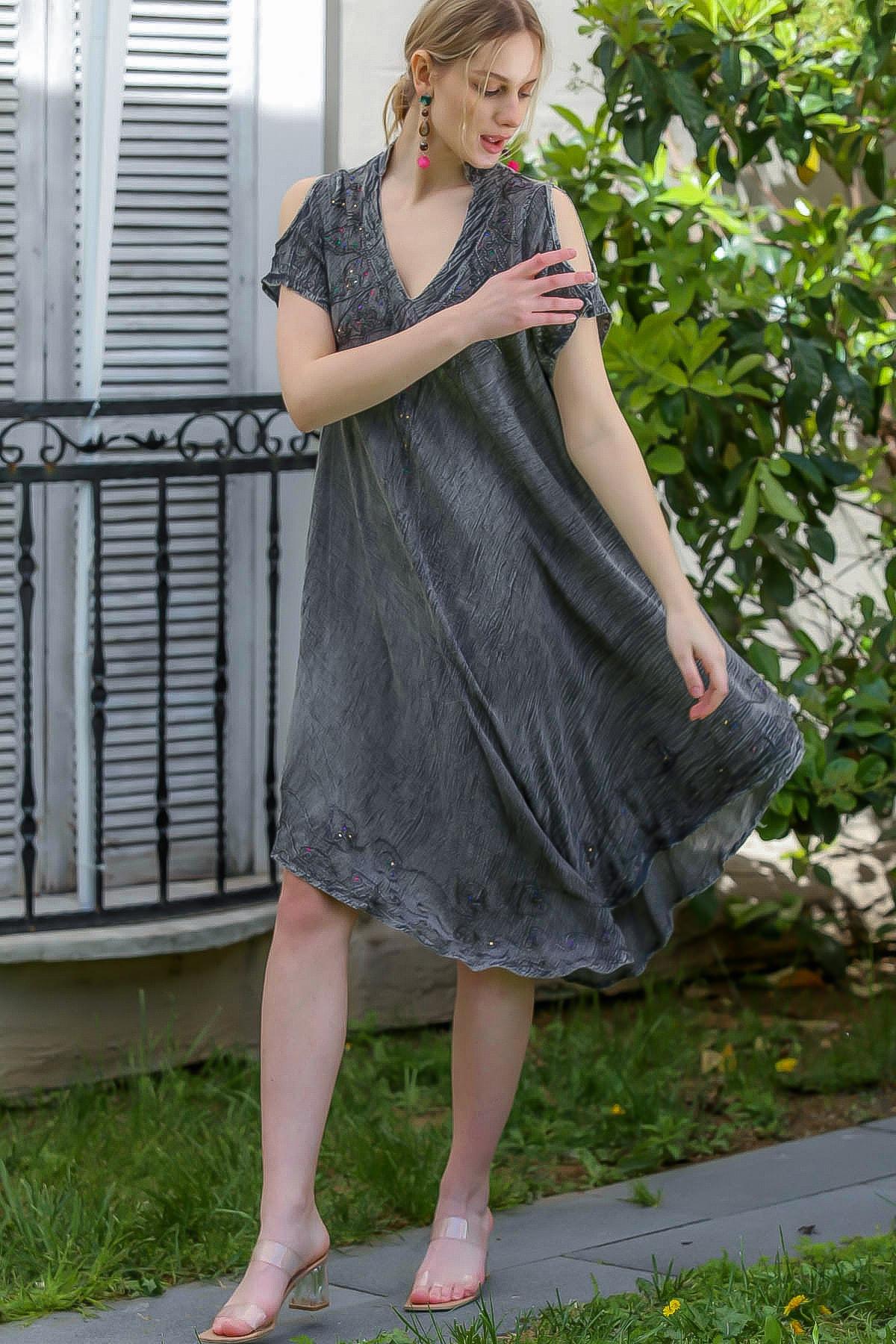 Chiccy Kadın Füme Batik Desenli Kısa Kol Dik Yaka Salaş Dokuma Elbise M10160000EL95153
