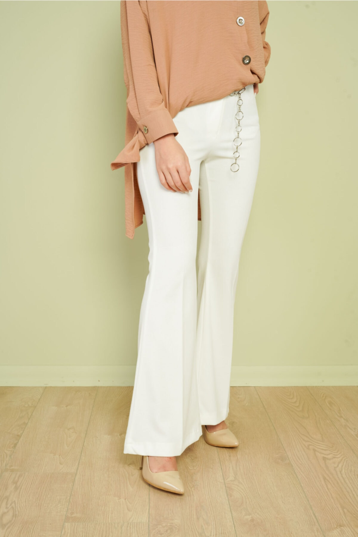 KAMİL KESKİN Kadın Ekru Zincir Kemerli Ispanyol Pantolon 1
