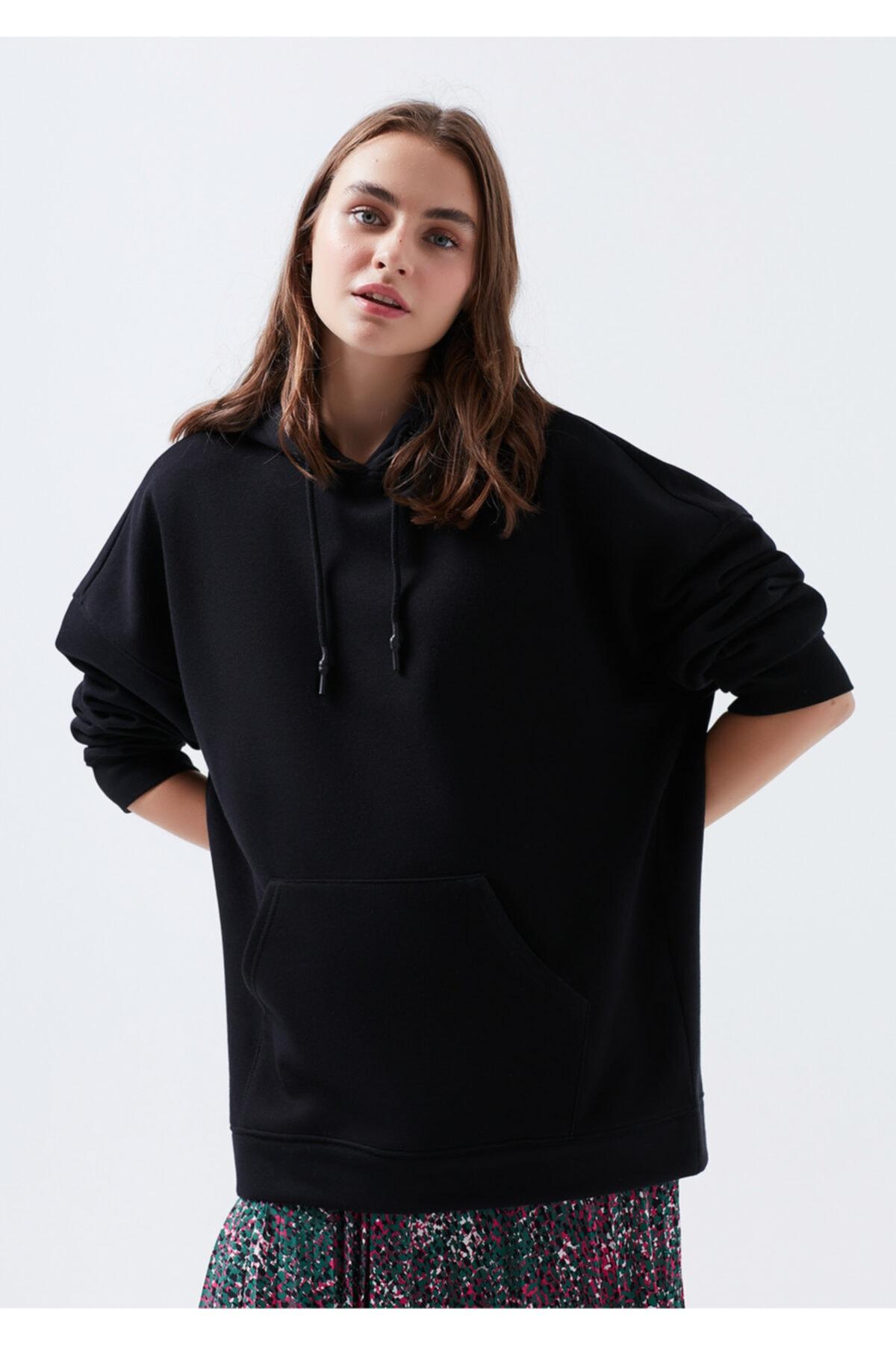 Mavi Kapüşonlu Siyah Sweatshirt 1