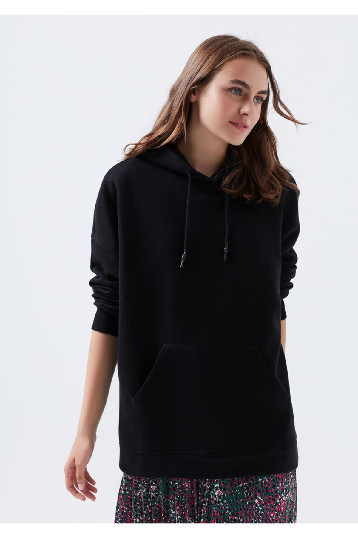 Mavi Kapüşonlu Siyah Sweatshirt 2