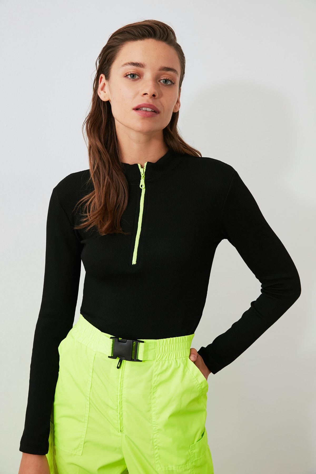 TRENDYOLMİLLA Siyah Fermuar Detaylı Örme Bluz TWOAW20BZ0512 2