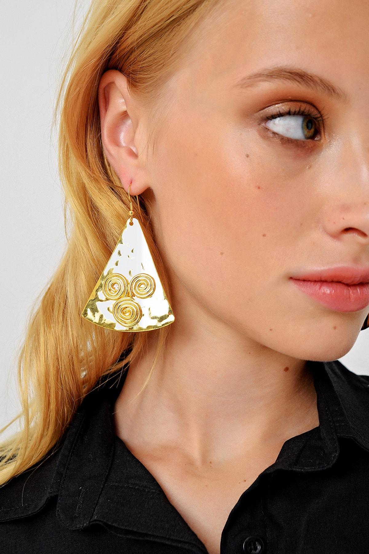 Trend Alaçatı Stili Kadın Gold Gold İşlemeli Üçgen Kolye ALC-A1982 2