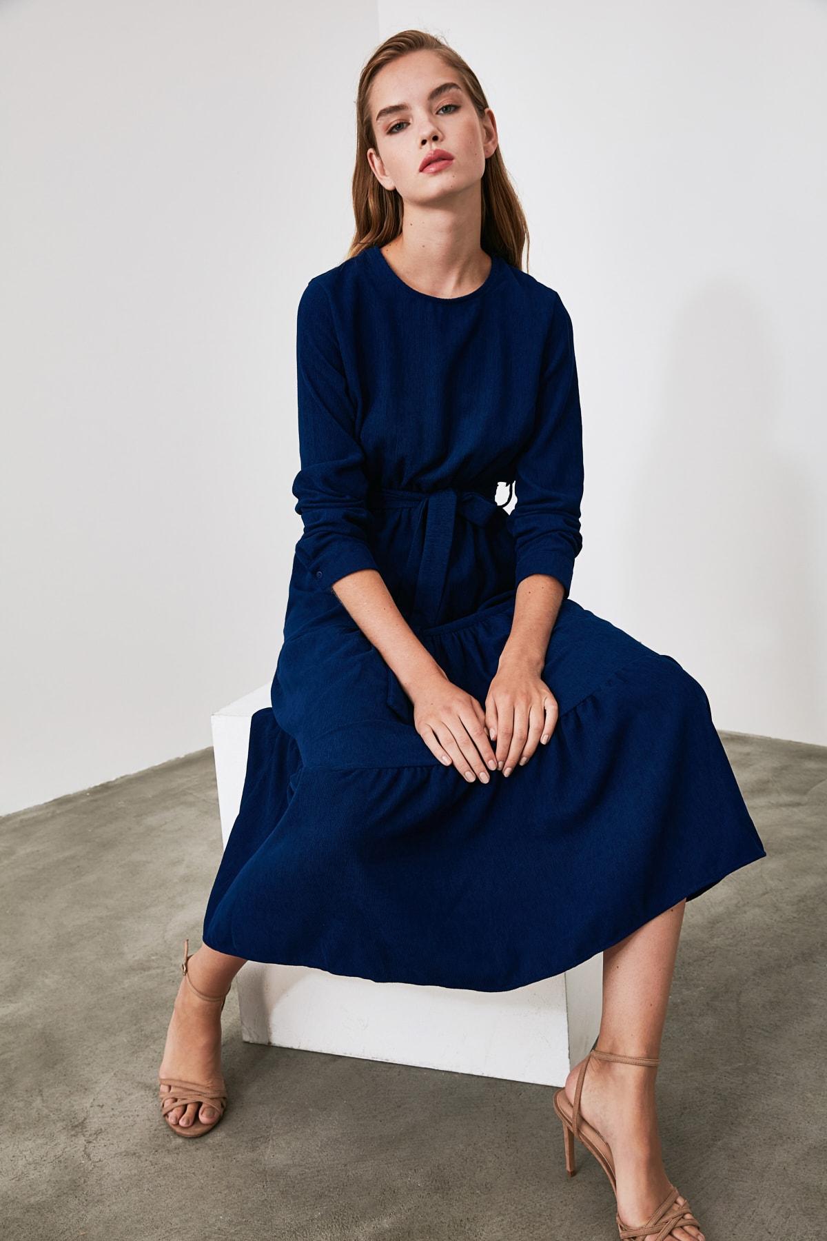 TRENDYOLMİLLA Indigo Kuşaklı Kadife Büzgülü Elbise TWOAW20EL2133 1