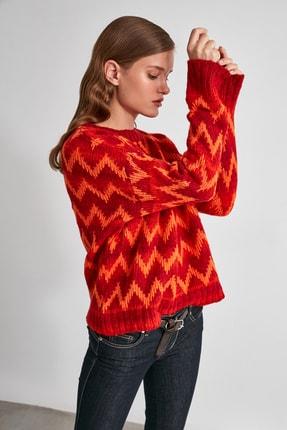 TRENDYOLMİLLA Kırmızı Zigzaglı Triko Kazak TWOAW21KZ1550